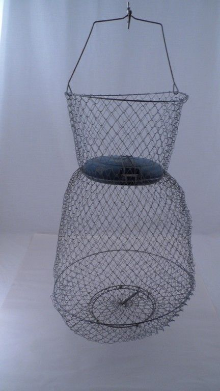 Guc vintage floating 21 tall wire mesh fish basket w for Floating fish basket
