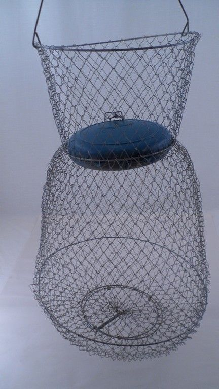 Guc vintage floating quot tall wire mesh fish basket w