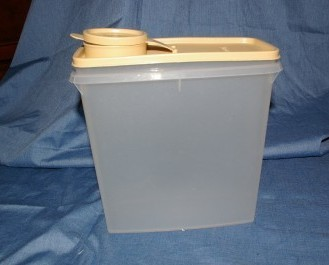Tupperware Cereal Storer Keeper 13 cup Tan Seal