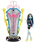 Monster High Freaky Fusion Recharge Chamber Frankie Stein Doll and Plays... - $48.31