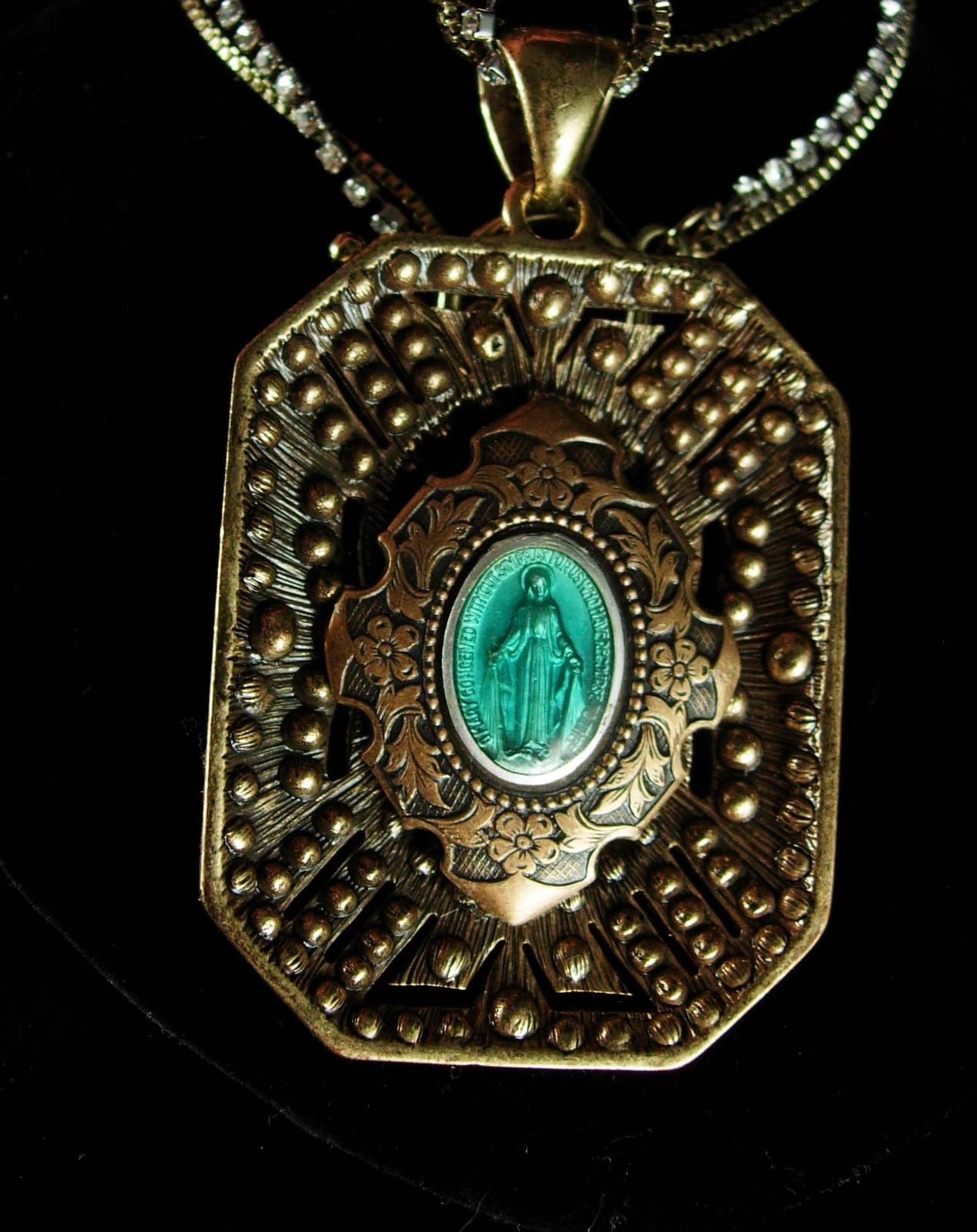 Vintage religious saint necklace vintage deco style for Style retro deco