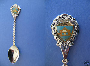 SIOUX LOOKOUT Ontario Souvenir Collector Spoon Vintage Collectible FUR CHALET