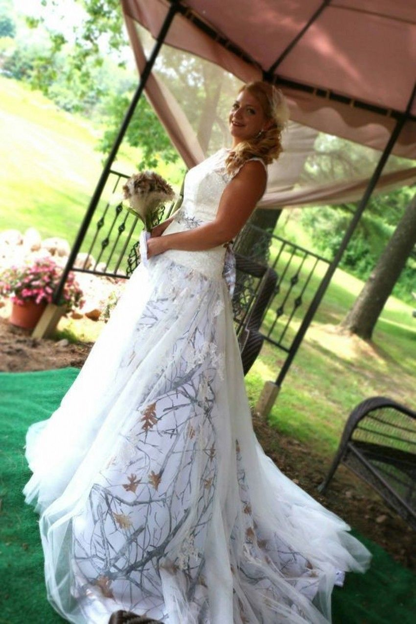 18dfaf2abf2 Luxury White Camo Tulle Wedding Dresses Ball Gown Camouflage Pearls Bridal  Gowns