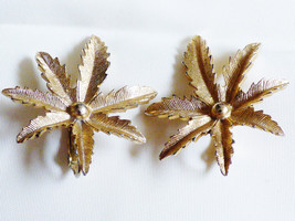 VINTAGE SARAH COVENTRY COV  LEAF FLOWER CLIP ON EARRINGS SIGNED - $29.70
