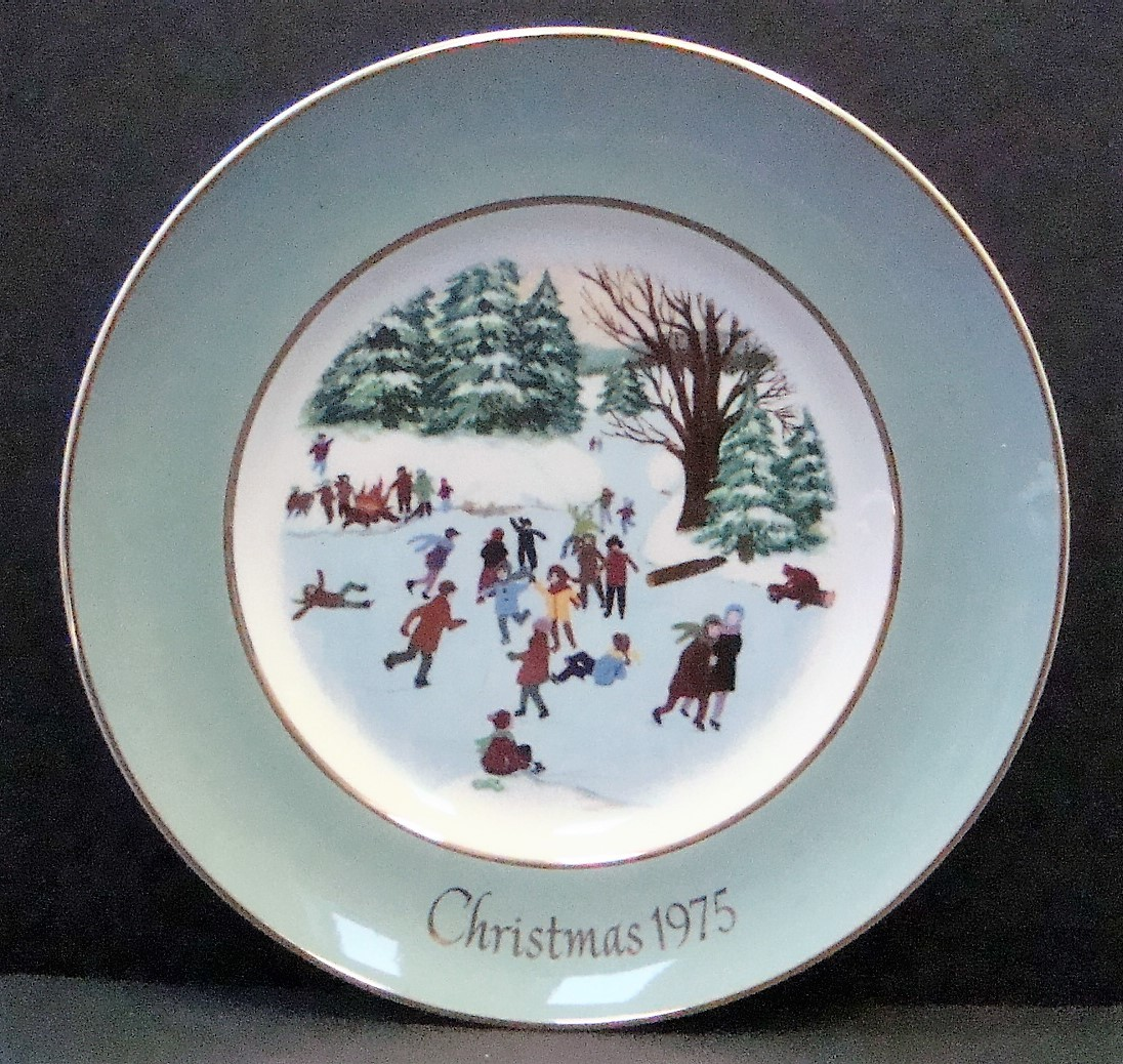 Avon Enoch Wedgwood Christmas 1975 Collectible Plate Skaters on the Pond, no box