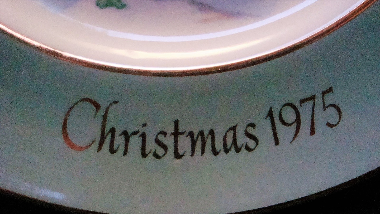 Avon Enoch Wedgwood Christmas 1975 Collectible Plate Skaters on the Pond, no box image 2