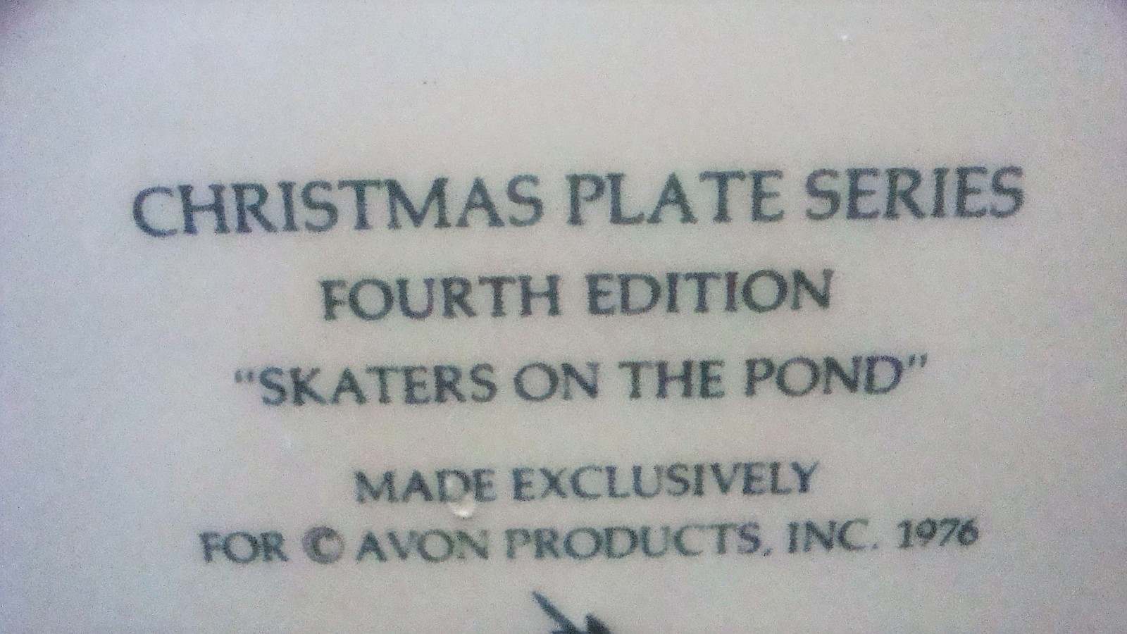 Avon Enoch Wedgwood Christmas 1975 Collectible Plate Skaters on the Pond, no box image 6