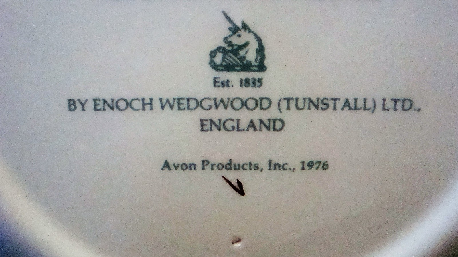 Avon Enoch Wedgwood Christmas 1975 Collectible Plate Skaters on the Pond, no box image 7