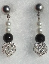 Pearl Earring, Black and White Pearls with Silver Wire Ball Bead Length ... - $24.99