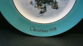 Avon Enoch Wedgwood Christmas 1978 Collectible Plate Trimming the Tree, no box image 2