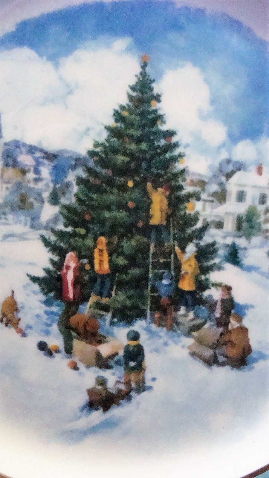 Avon Enoch Wedgwood Christmas 1978 Collectible Plate Trimming the Tree, no box image 3