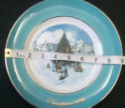 Avon Enoch Wedgwood Christmas 1978 Collectible Plate Trimming the Tree, no box image 10
