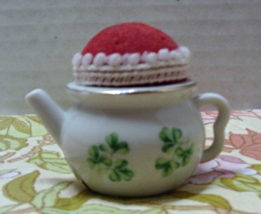 Porcelain Tea Pot PIN CUSHION Green Clover Vintage Sewing Made in Japan - $10.00