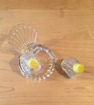 Vintage 50s glass Scallop Shell salt and pepper shaker set image 7