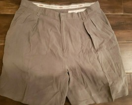 Tommy Bahama Relax men's Biege silk pleated size 36 shorts solid zip fly - $27.76