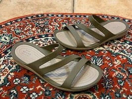CROCS PATRICIA ICONIC COMFORT TAUPE TAN RUBBER FLAT SANDALS SLIDE STRAPP... - $22.50