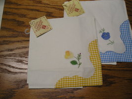 4 Designer Napkins 90% Cotton 10% Polyester 14 x 14 Two Are Blue & Two Y... - $12.99