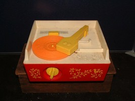 1971 Fisher Price Music Box Record Player 995 &  5 Records Swiss Movement - $45.53