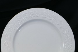 """Libbey White Embossed Holly Dinner Plates 10.75"""" Xmas Gold Trim Lot of 8 image 2"""