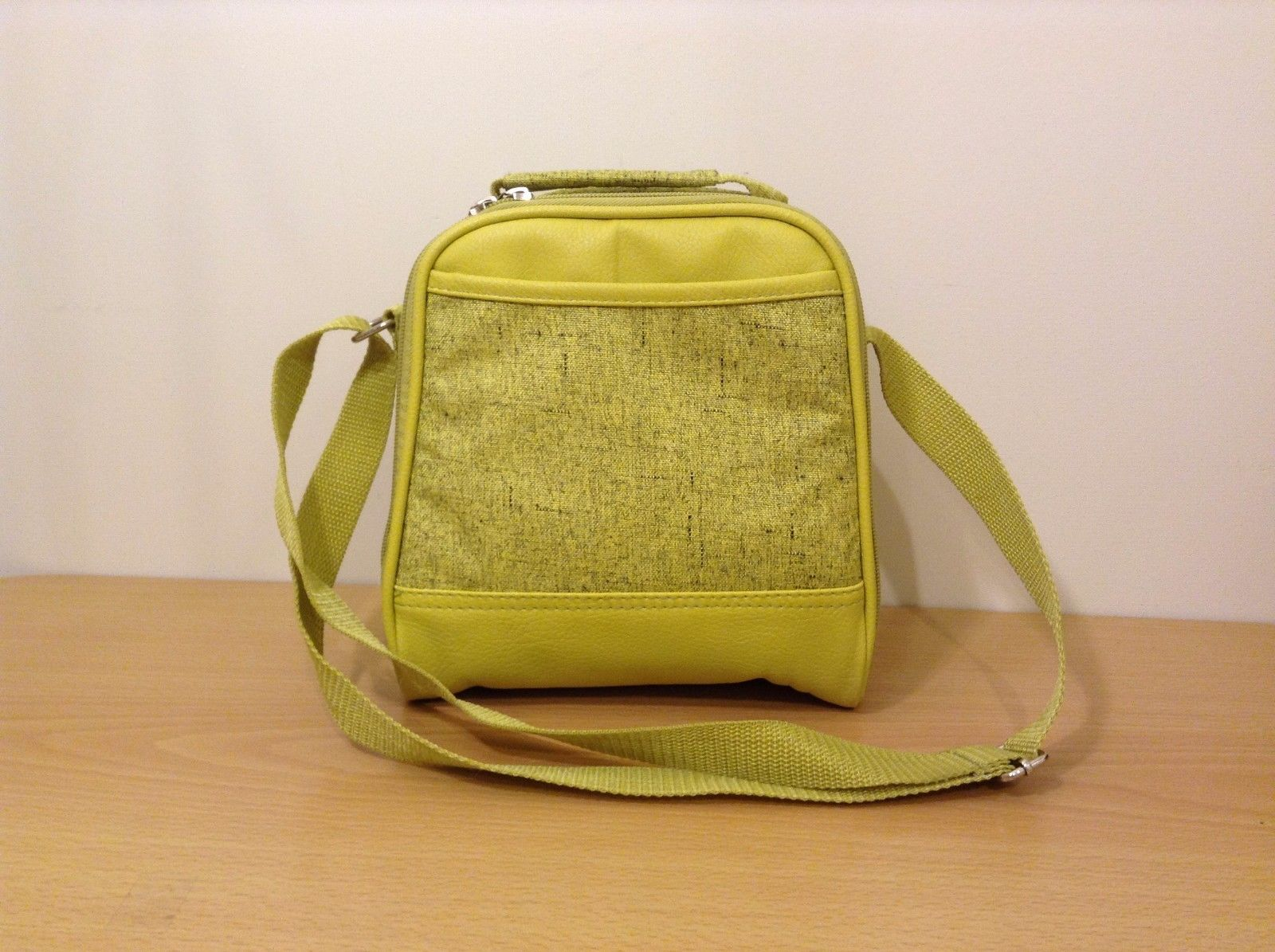 New Oak and Olive Lime Green Canvas Leather Insulated Lunch Box Picnic Shoulder