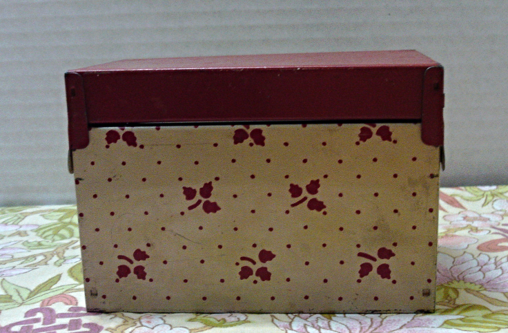Vintage RUSTIC Shabby Metal RECIPE BOX // Retro Kitchen Organization // Tin Box