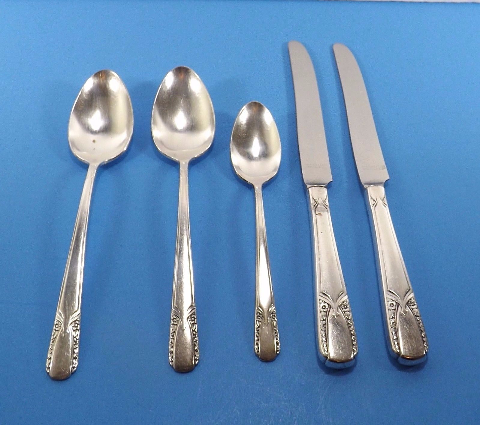 Primary image for Rogers Talisman Silverplate Lot 5 Pcs- 2 Soup Spoons 2 Dinner Knives 1 Teaspoon