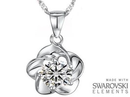 Made with Swarovski Elements Clear Rose / Flower Pendant and Necklace - £35 - $219,91 MXN