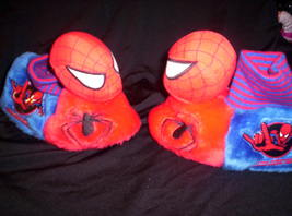 SPIDERMAM - KIDS SLIPPERS  7-8 - $18.00