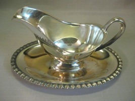 Gravy Sauce Boat Silver Plate With Handle Attach Plate Leaf Design On Rim  - $12.95