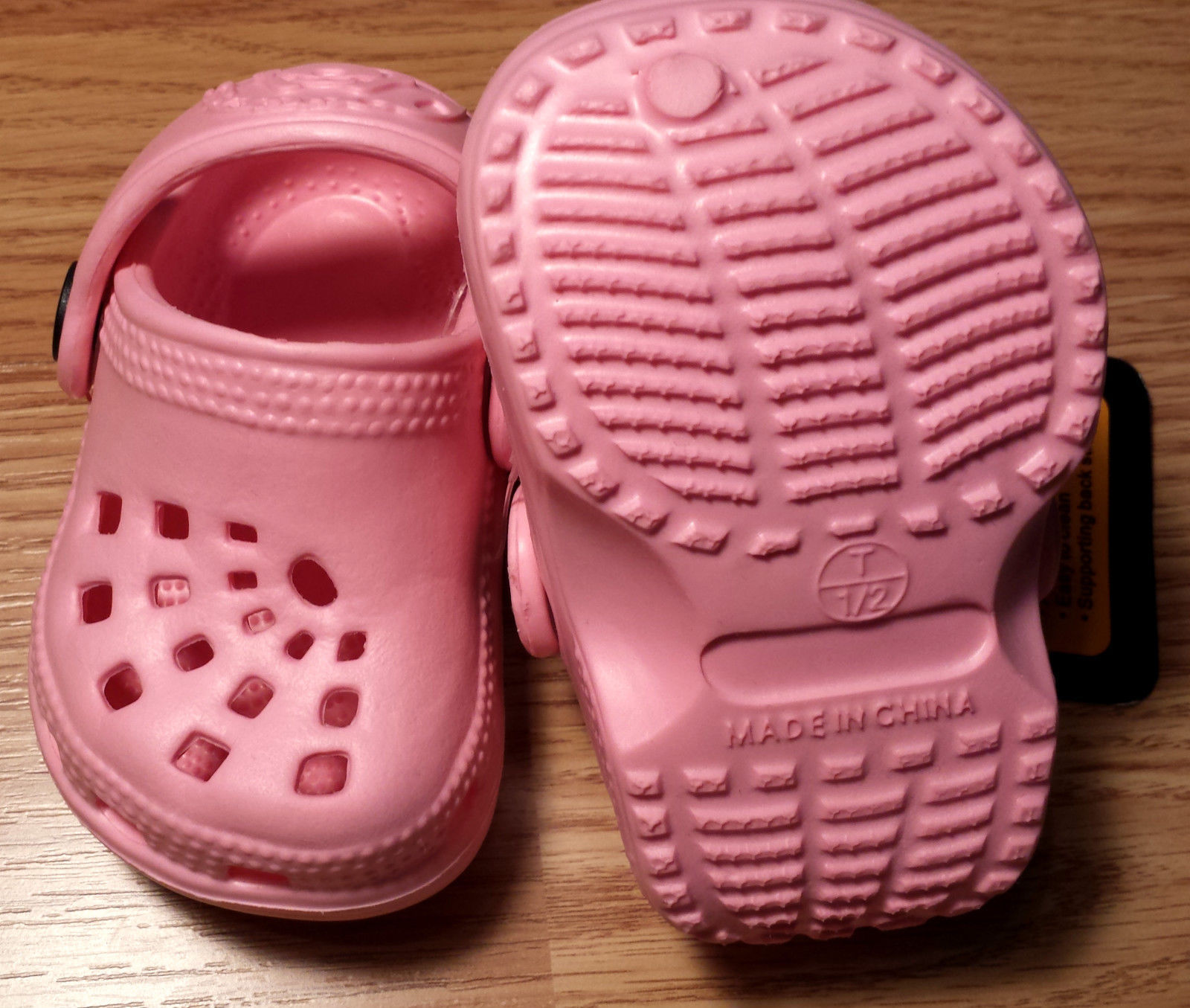 NWT Girl's Size 1/ 2 Pink Doggers Clogs Antibacterial Light Weight Infant Shoes