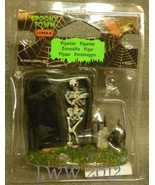 Lemax Spooky Town Halloween Spooky Graveyard Skeleton With Grave and bla... - $4.49
