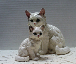 Vintage LEFTON White Persian Cats Mother Cat With Kitten Figurines Blue ... - $14.00