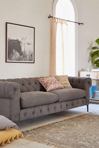 "94"" Anthropologie Replica Gray Modern Chesterfield Rolled Arm Tufted Sofa - $37.428,45 MXN"