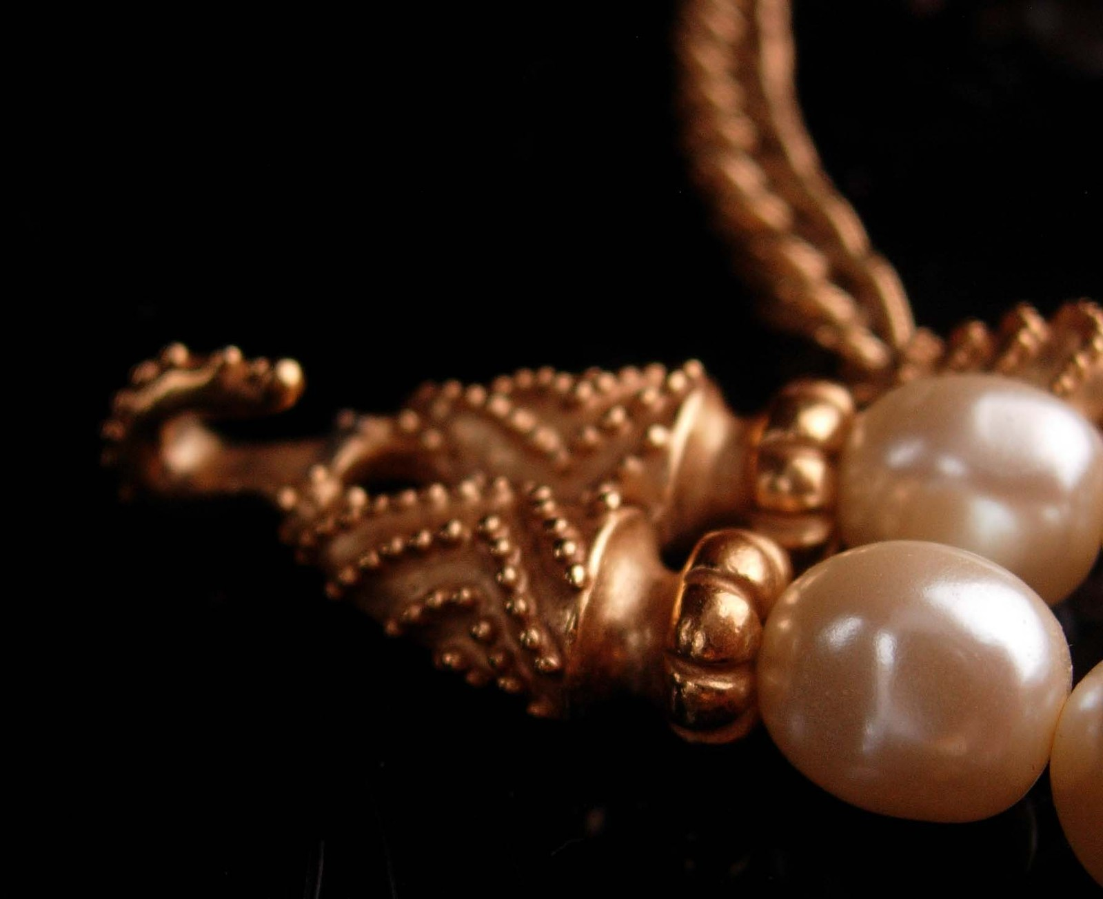 Vintage Couture Pearl necklace - Mary McFadden Love knot wedding choker - design