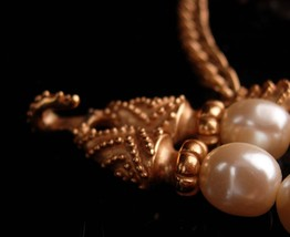 Vintage Couture Pearl necklace - Mary McFadden Love knot wedding choker - design image 4