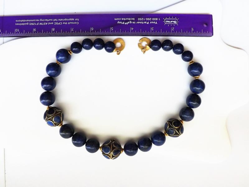 Natural lapis lazuli necklace.