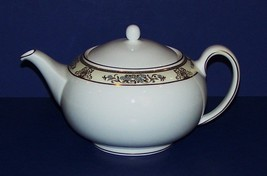 STUNNING RARE WEDGWOOD BONE CHINA MADE IN ENGLAND CLIVEDEN TEAPOT & LID - $98.99