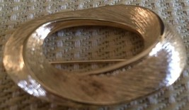Lovely VINTAGE/RETRO Gold Tone Signed N API Er Wreath Jewelry Pin, Vg - $9.46