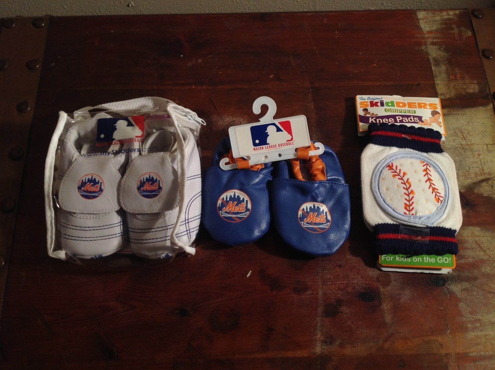 NEW Officially Licensed NY Mets Baby Shoes White Blue and Skidders Knee Pads