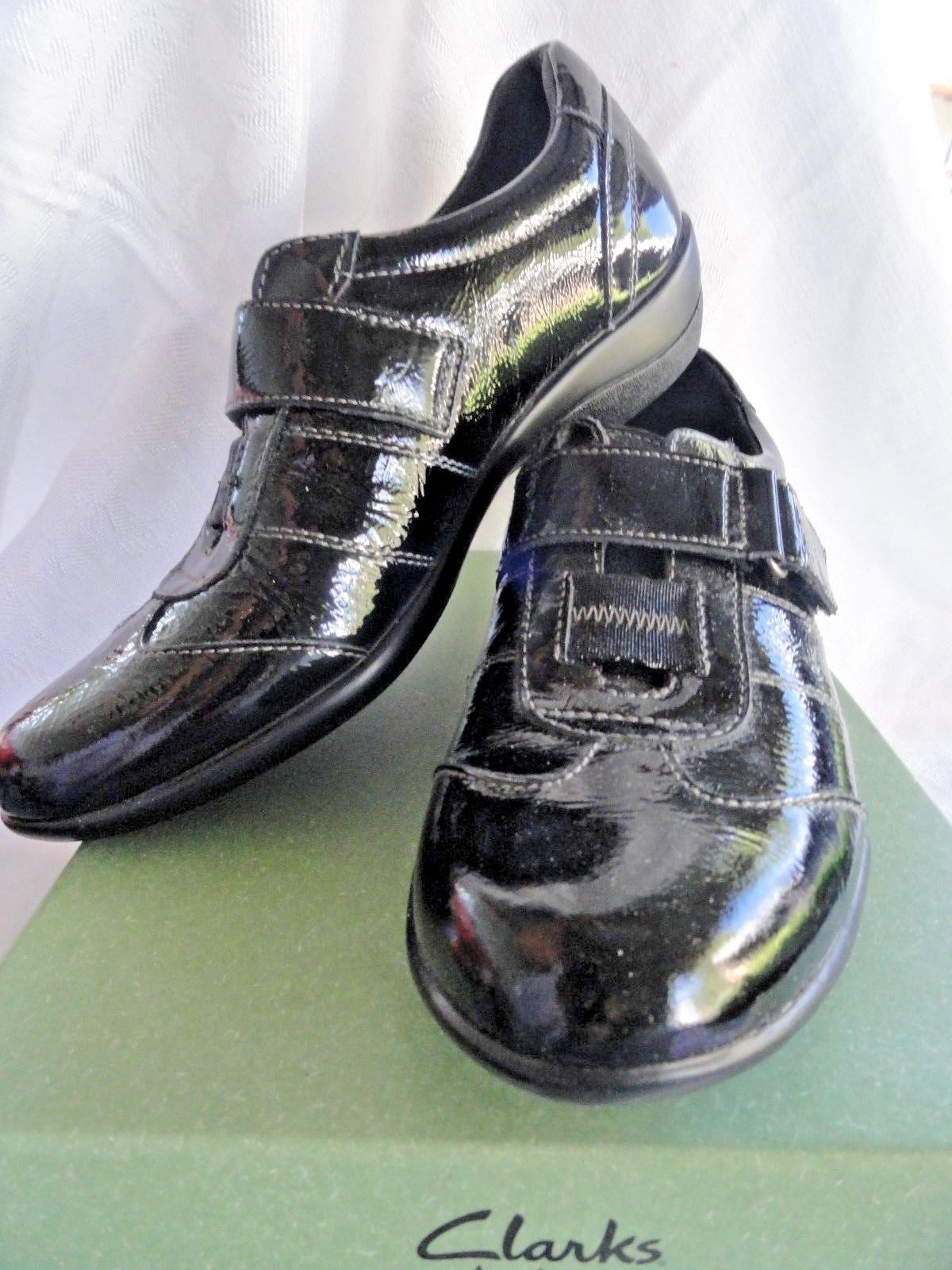 Womens black patent shoes, flat, Clarks Showoff Size 7.5 Narrow Excellent
