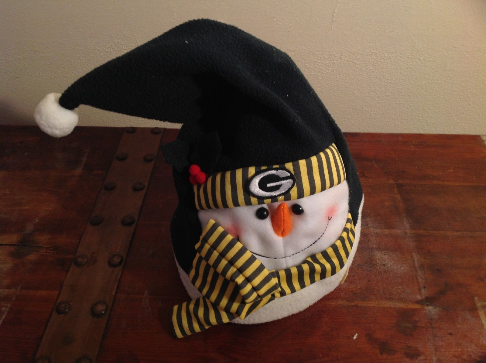 Green Bay Packers Novelty Waving Hut Snowman