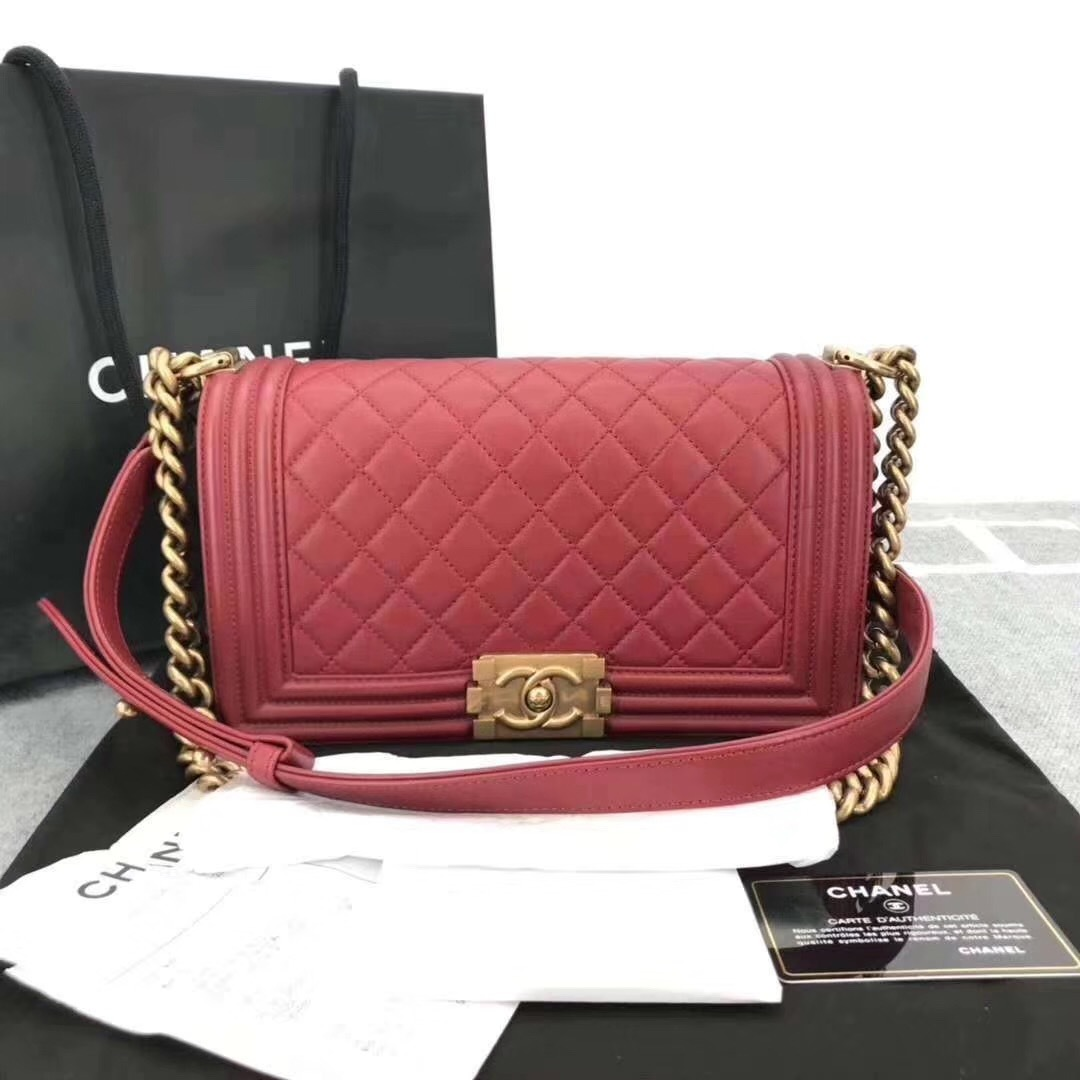 AUTHENTIC NEW CHANEL RED QUILTED LAMBSKIN MEDIUM BOY FLAP BAG GHW
