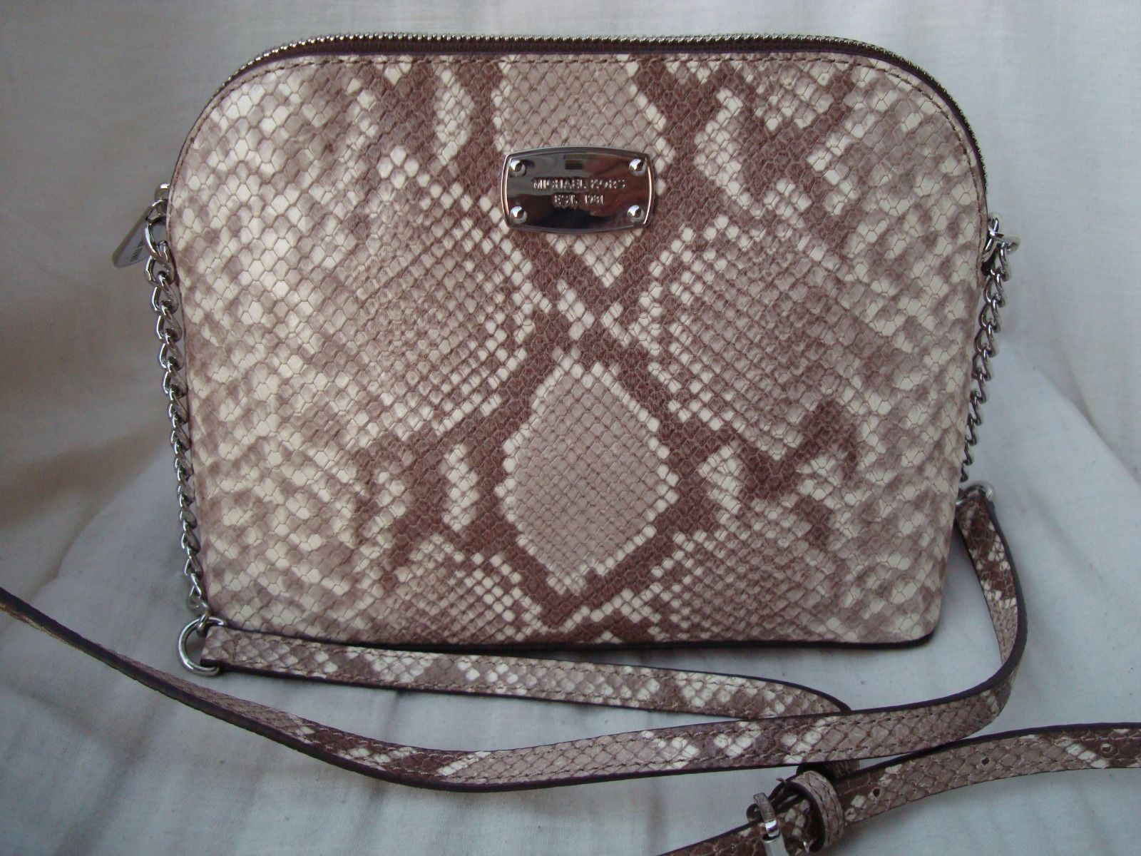 7a8444ee941f Michael Kors Cindy Lg Dome Crossbody and 50 similar items. S l1600