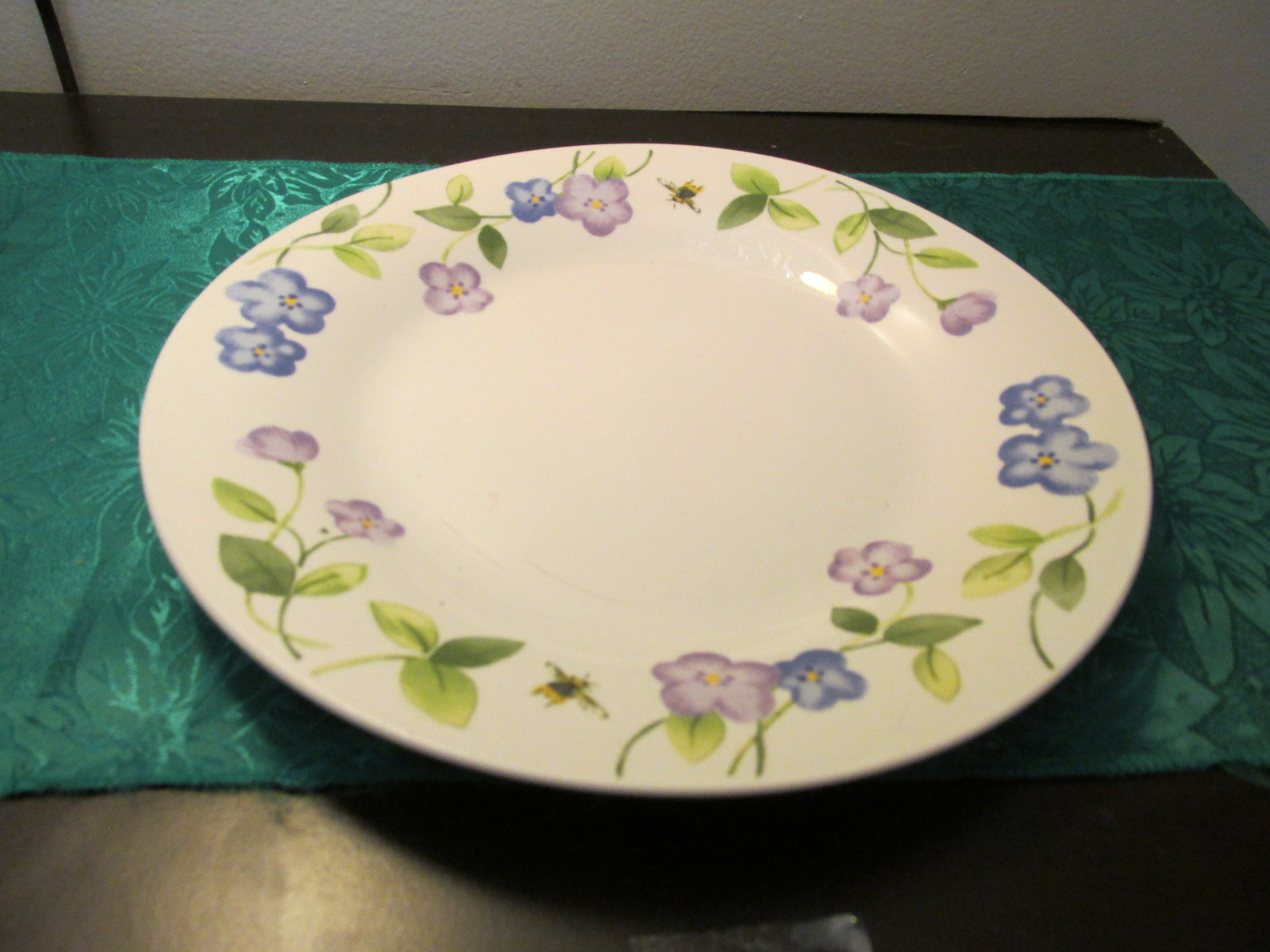 Perennials By Pfaltzgraff Violets and Bees Dinner Plate