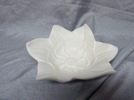 WHITE MAGNOLIA FLOWER CANDY DISH / JEWELRY TRAY - NEW IN BOX - $19.99