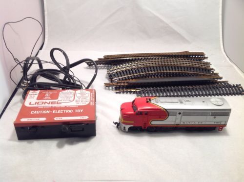 Lionel Ho Electric Train Partial Set - Santa Fe; Locomotive, Transformer, Track