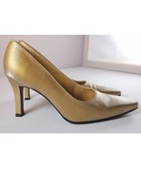 Stuart Weitzman Gold Metallic Satin Pumps Womens size 8 B Made in Italy - $89.95