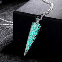 """Cone Pointed """"Glow In The Dark""""   Luminous Pendant Necklace Jewelry - €10,62 EUR"""