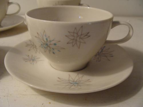 Mid Century Rice Islands Casual China Sea Flower 4 Cup Saucer Atomic Starburst