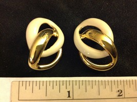 "1.25"" Napier Post Earrings Two Loops Gold Tone Cream Beige Enamel - $9.93"